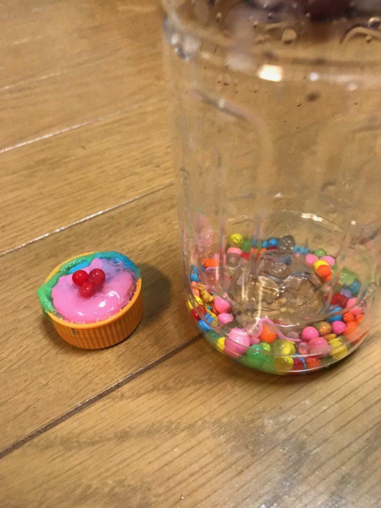 カップケーキと粒々