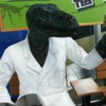 化石を持つ恐竜博士